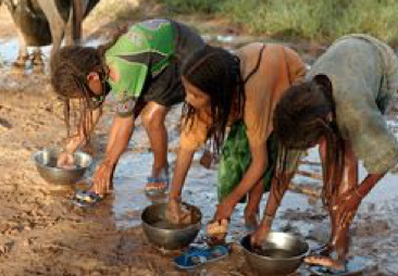 girls bathing in mud; water scarcity